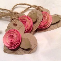 Heart gift tags with paper roses. Paper Tags, Paper Gifts, Diy Paper, Kraft Paper, Paper Clip, Paper Crafting, Wedding Gift Tags, Wedding Place Cards, Diy Wedding