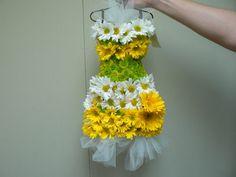 Daisy Dress: beautiful yellow & white flowers - imagine this for a flower girl Daisy Dress, Flower Dresses, Real Flowers, Beautiful Flowers, White Flowers, My Flower, Flower Art, Daisy Love, Floral Fashion