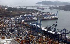 Las industrias marítima y logística representan un gran empuje a la economía del país, ya que aportan el 33.5%, es decir, 25,780.3 millones de dólares con expectativa de más crecimiento con la terminación de la ampliación del Canal de Panamá.