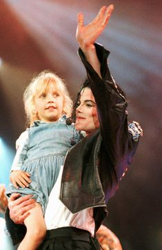 This is what makes our Mikey sexy! Michael Jackson History Tour, Michael Jackson Bad Era, Michael Love, Jackson Family, King Of Music, The Jacksons, Rap Music, My Idol, Actors
