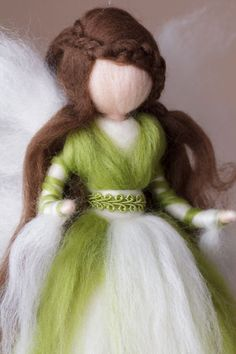This elf conveys a sense of confidence and confidence. Since it is handmade, the elf can differ slightly from the photo when re-ordering. Wet Felting, Needle Felting, Diy Tree Topper, Felt Angel, Felt Crafts Patterns, Fairy Crafts, Felt Fairy, Flower Fairies, Waldorf Dolls