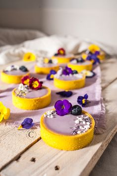 Tartellette alla violetta e mirtilli · Cooking me softly Tart Recipes, Sweet Recipes, Cookie Recipes, Dessert Recipes, Yummy Snacks, Delicious Desserts, Yummy Food, Fancy Desserts, Just Desserts