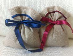 Sacchetti-Bomboniere matrimonio in misto lino naturale,rifiniture blu e bordeaux- Dimensione 12x10 cm-Rustic chic di EntulaCreazioni su Etsy
