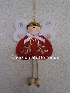 Eccoci di nuovo, questa volta con un angioletto molto veloce da fare soprattutto per chi possiede la big shot . sono 3 cuori due uguali . Angel Crafts, Christmas Projects, Felt Crafts, Holiday Crafts, Christmas Makes, All Things Christmas, Christmas Holidays, Felt Christmas Ornaments, Christmas Angels