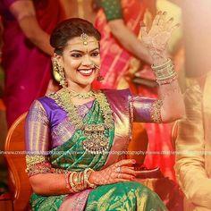 The Celebrity Wedding of Keerthana Parthiban & Akshay Akkineni Indian Wedding Photography Poses, Couple Photography Poses, Bridal Blouse Designs, Saree Blouse Designs, Indian Wedding Jewelry, Indian Bridal, Beautiful Saree, Beautiful Outfits, Engagement Saree