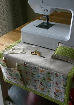 Sewing machine caddy and pincushion for my secret valentine. Original tutorial here: http://www.howjoyful.com/2010/09/sewing-caddy-and-detachable-pincushion-tutorial/