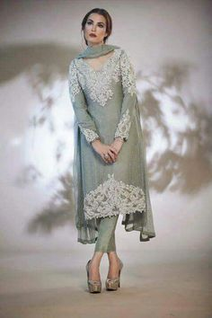 nadia hussain look so nice beautiful Pakistani Couture, Pakistani Bridal Dresses, Pakistani Dress Design, Pakistani Outfits, Indian Dresses, Indian Outfits, Pakistan Fashion, Desi Clothes, Lehenga Designs