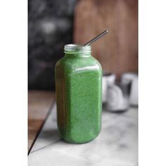 L U N C H T I M E  1 litre recharge smoothie // 6 frozen bananas, 2 handfuls of spinach, 1 scoop of @pranaon super green minty powder . Who would have thought that after drinking a smoothie it would feel like you have just brushed your teeth  feeling so fresh right now ✅
