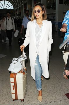 Happy Sunday guys! I hope you are having a good weekend! I came across this picture of Jessica Alba's flawless travel style on Pinterest and fell in love instantly. It's funny how a combination of the