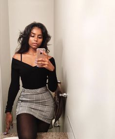 49 Slim Fit Skirt Design Ideas That make you Look more Beautiful - fashion - School Outfits Highschool Mode Outfits, Trendy Outfits, Office Outfits, Night Outfits, Winter Party Outfits, Dope Fall Outfits, Cute Outfits With Skirts, Chic Outfits, Date Night Outfit Curvy