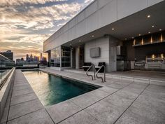 Penthouse with swimming pool and outdoor kitchen in Philadelphia.