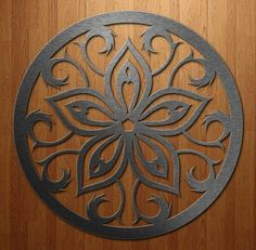 Ornaments Hearts and floral decor designs Mandala madera azul Deco Cuir, Stencils, Diy And Crafts, Arts And Crafts, Wrought Iron Decor, Carving Designs, Scroll Saw Patterns, Metal Artwork, Stencil Painting