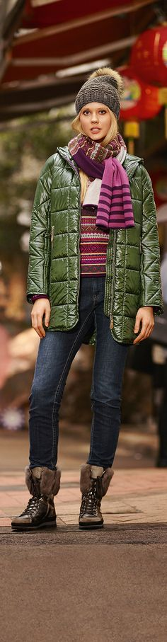 There's no better way braving the cold than in this quilted jacket that grace to the down-wadding gets a more-than-soft and lightweight feel. And the glossy nylon upper adds even more to the must-have character.