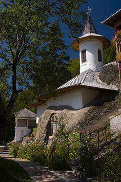 Nămăieşti Monastery in Argeş County, Romania Bulgaria, Places Around The World, Around The Worlds, Wonderful Places, Beautiful Places, Visit Romania, Romania Travel, Place Of Worship, Eastern Europe
