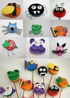 marionette con i tappi di plastica