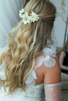 Stunning casual wedding hairstyle
