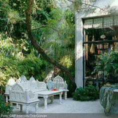 Weiße Gartenmöbel mit orientalischem Look | roomido.com