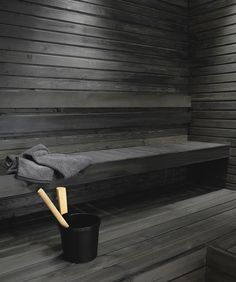 Untreated sauna benches and panel walls can be blackened using the Supi Sauna Wax by Tikkurila. This water-soluble solution with natural wax is colourless but it can be tinted black. Spa Sauna, Sauna Shower, Sauna Steam Room, Sauna Room, Modern Saunas, Piscina Spa, Spa Food, Portable Sauna, Outdoor Sauna