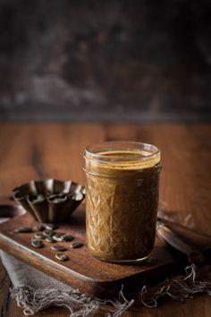 Der besondere Brotaufstrich aus gebrannten Kürbiskernen. Perfekt für den nächsten Brunch oder als Geschenk aus der Küche.