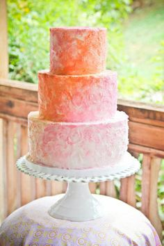 Textured ombre frosting #cake #wedding #pink #orange