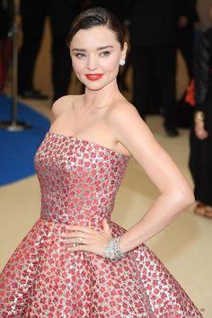Inspiration Coiffure  : Miranda Kerr au MET Ball 2017