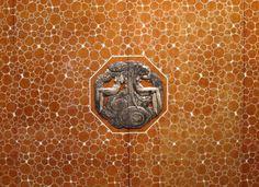 Art Déco - Bahut dit 'Meuble Elysée' - Marquetterie de Loupe d'Amboine Vernie, Ivoire, Chêne, Tulipier et Bronze Argenté - Jacques Emile Ruhlmann - 1920