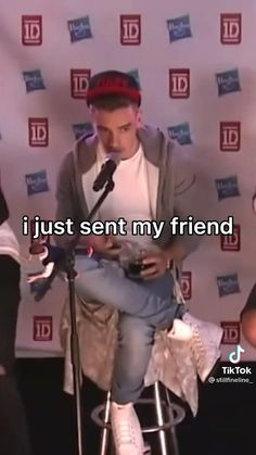One Direction Edits, One Direction Pictures, Harry Styles Smile, Text Jokes, Music Mood, Family Show, Larry Stylinson, Stupid Funny Memes, Zayn