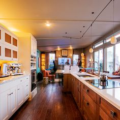 From recycled glass countertops to efficient espresso machines, here are 5 great kitchen design trends. New Kitchen Designs, Modern Kitchen Design, Beautiful Kitchens, Cool Kitchens, Küchen Design, House Design, Recycled Glass Countertops, Black Kitchen Faucets, Ranch Kitchen