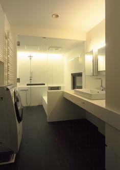 CASE218 空の家 Bathtub, Stairs, Bathroom, Interior, Standing Bath, Washroom, Bathtubs, Stairway, Indoor