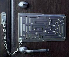 Maze Door Chain Lock - the Defendius Labyrinth Security Lock Door Chains, Decoration Originale, Modern Door, Door Locks, Front Door Decor, Front Doors, Door Design, Door Handles, Geek Stuff