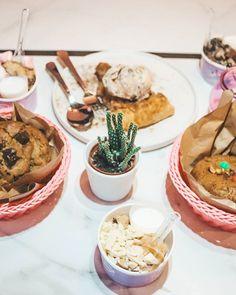 Donnie Dough (@donnie.dough) • Fotos e vídeos do Instagram Cookie Desserts, Cookie Dough, Hummus, Cookies, Ethnic Recipes, Instagram, Food, Homemade Hummus, Biscuits