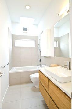 Bathroom | Azaya House, Seattle |  http://www.adelto.co.uk/contemporary-family-house-azaya-seattle/
