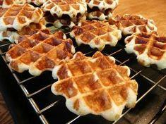 以前から続けていたベルギーワッフルのレシピがやっと完成!!もう嬉しいったらありゃしない。試作の初期段階では、ふわふわなんだけどパンみたいで・・・おいしいけど何…