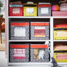 Există o mulțime de lucruri ale copiilor împrăștiate prin casă, dar există întotdeauna mai multe soluții IKEA pentru asta. Cutia ANGELÄGEN va facilita organizarea și găsirea jucăriilor și a mărunțișurilor mai rapid. Baby Storage, Ikea Storage, Smart Storage, Storage Spaces, Baby Nook, Storing Baby Clothes, Small Drawers, Bookcase, Nursery
