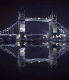 ✮ Tower Bridge - one of London's famous monuments