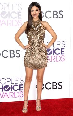 Love this dress , Victoria Justice at the Peoples Choice awards 2017, don't like the old fashioned make up