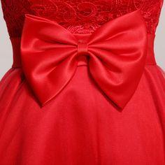 robe de mariée courte bustier en forme de coeur et à devant courte arrière…