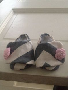 Baby shoes... Easy and fun to make!