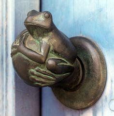 ♅ Detailed Doors to Drool Over ♅ art photographs of door knockers, hardware & portals - frog door handle Cool Doors, The Doors, Unique Doors, Windows And Doors, Door Knobs And Knockers, Knobs And Handles, Door Furniture, Unique Vintage, Porches