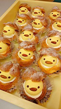 日本人のおやつ♫(^ω^) Japanese Sweets ひよこシュークリーム Chick in Egg Cream Puff Cute Desserts, Dessert Recipes, Kawaii Dessert, Food Decoration, Cafe Food, Cute Cakes, Easter Recipes, Mini Cakes, Sweet Recipes
