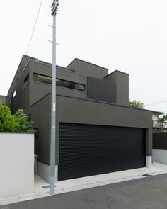 CASE577 紬(つむぎ)の家 Japan House Design, Narrow Lot House Plans, House Furniture Design, Minimal Architecture, Mansions Homes, Dream House Exterior, Garage House, House Made, Wall Colors