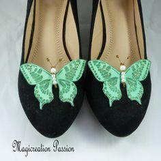 clips chaussures papillons soie verte, corps de  perles, modèle Maéva Clip, Chanel Ballet Flats, Flip Flops, Sandals, Shoes, Women, Fashion, Butterfly Shoes, Butterfly Jewelry
