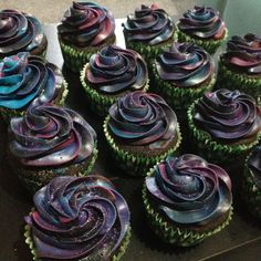 How to create cosmic galaxy effect frosting for cupcakes!