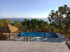 Privatvilla Samari Hill Villas mit Blick auf die Nordküste Bali's