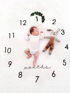 BABY MILESTONES: When do babies crawl and roll? baby milestones, monthly baby milestones … – Baby Development Tips Monthly Baby Photos, Newborn Baby Photos, Baby Boy Newborn, Baby Baby, Baby Milestone Chart, Baby Milestone Blanket, 1 Month Old Baby, Foto Baby, Newborn Baby Photography
