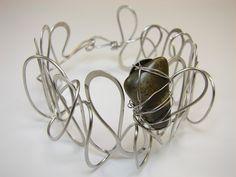 Luxusní+zámotek+Tepaný+náramek+z+chirurgické+oceli+s+kamenem+porcelanitu.