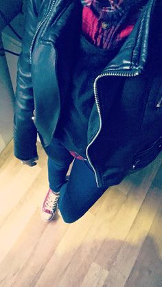 Wednesday feeling - Converses - Zara Denim - chemise bûcheron Zara - perfecto Zara ❄️ New Outfits, Wednesday, Converse, Zara, Denim, Pants, Fashion, Dress Shirt, Trouser Pants
