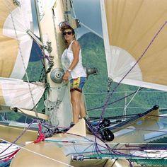 Florence Arthaud, navigatriceFlorence Arthaud, navigatrice Malgré un accident de voiture l'ayant plongée dans le coma et paralysée temporairement à 17 ans, « la petite fiancée de l'Atlantique » continue de pratiquer sa passion : la voile. En 1986, en pleine Route du Rhum, elle se déroute pour porter assistance à Loïc Caradec. Un geste qui lui portera chance, puisqu'elle remportera la course en 1990, année où elle sera élue championne des champions français par L'Équipe.
