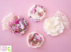 Tutorial Fiori di Stoffa - Fabric Flowers - she is speaking in italian but the video is very easy to tell what she is doing. Hand Flowers, Diy Flowers, Fabric Flowers, Paper Flowers, Diy Headband, Baby Headbands, Fabric Crafts, Diy Crafts, Shabby Chic Fabric