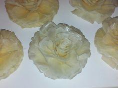 Flores feitas com escama de peixe - artesanato de Pernambuco